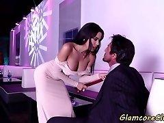 Грудастая девушка выебанная в ночной клуб