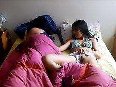 üvey kardeşler yatak paylaş