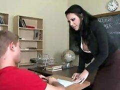 Öğretmen sikiyor tuvalette öğrencisi