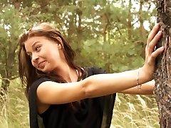 Sıska kız arkadaş açık havada becerdin alır
