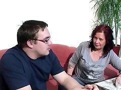 Alman Anne İlk Sik Çirkin Onun üvey Oğlu Yardımcı olur