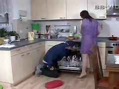 Azgın ev kadını baştan çıkarıyor usta