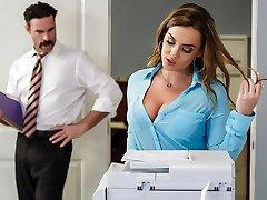Ofis başlangıcında Natasha Nice & Charles Dera - Brazzers