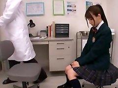 Okul Kız kız Bezi Giyiyor
