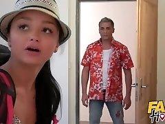 sahte hosteli-sevimli genç backpacker hosteli sahibi tarafından sincap orgazm verilen
