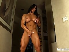 Aziani Steel Angela Salvagno woman bodybuilder receive in nature's garb