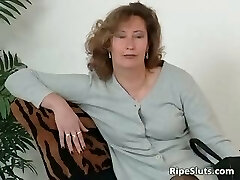 Mature mega-slut in stockings use big dildo part3