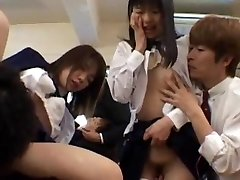 Gangbang girls are lewd in the classroom