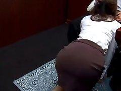 Office whore Ibuki gives head