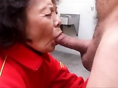 Granny loves sucking pecker and swallowing cum