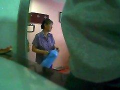 Flashing The hotel maid(1)