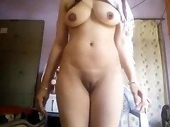 Super-steamy Enormous Boobs Desi Girl Nude Selfie