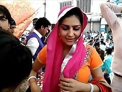 Bhabhi on Street - NON NAKED