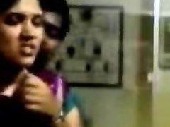 india õpilane suudlus tüdruk