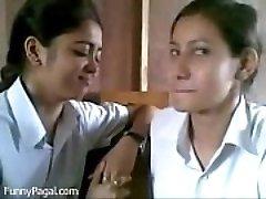 Kaks India Kooli Tüdruk Suudlemine Klass