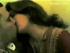 india punjabi naine suudleb ja annab suhu