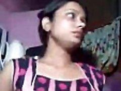 美丽的印度女孩Chandani的胸部按摩IndianHiddenCams.com