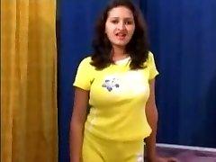 印度女孩Sanjana获取按摩和性交