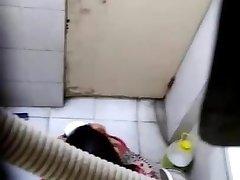 办公室的女孩记录的视频唯屁股的员工