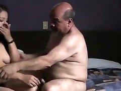 印度prostitude女孩性交由奥德曼在酒店房间。
