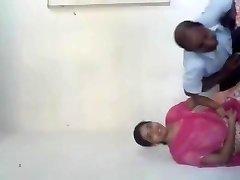德西羞学校的女孩被她的教师