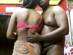 性感的印度成熟的女孩他妈的一个assho**(CHUTI**)