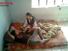 印度医学的学生性交与年轻的男朋友在Frie