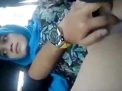 Desi teacher Bhabhi fuckbox fingering in van by bf moaning