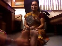 Nobriedis Indijas Dāma Tickled