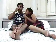 印度对夫妇在他们的蜜月