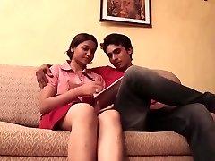 印度学校的女孩他妈的老师。
