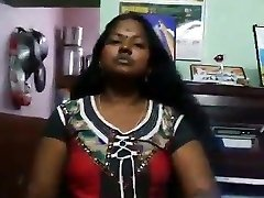 Chennai aunty shoowing her hot bod with tamil audio