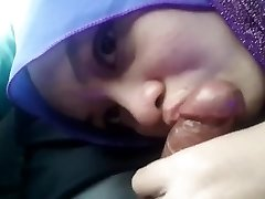 blowjob hijab merginą, į automobilį