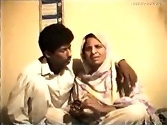 Shy Reluctant Desi Aunty gets Fucked on Video for Currency