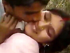 Desi wife cheating with lover in field outdoor pound