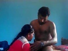 德西印度乡村年轻的GF性交n注射液在嘴里像是色情明星