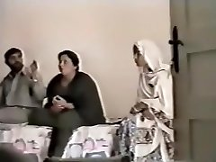 Pakistani Lahore Aunty Poke With dude