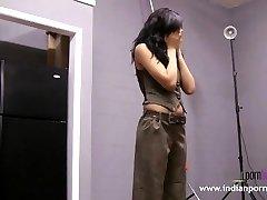 娜塔莎的印度大学的女孩脱衣舞表演