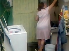 Spying Aunty Caboose Washing ... Big Butt Chubby Plumper Mom
