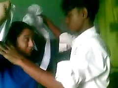 DESI COLLEGE STUDENTS PUMMELING INSIDE CLASS