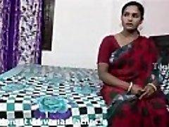 大胸部的印度阿姨在红纱丽被邻居女孩和她的记录