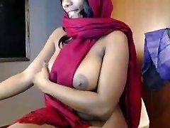 印度女孩挑逗和上的手淫