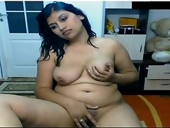 Hot Indian Girl Nude in Front of Cam Possing her Mounds & Fingering in Coochie Mms