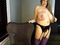 Krunt - Küps ema roikkuva suur-suur loomulik tissid masturboida