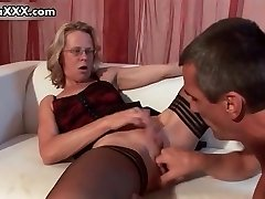 Mischievous mature mom in sexy pantyhose gets