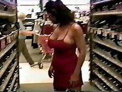 Mature with fine body flashing and humping