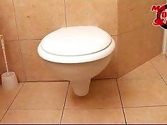 Mature wc bi-atch - Valery (46)
