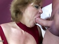 Mature girl playing with herself in wc