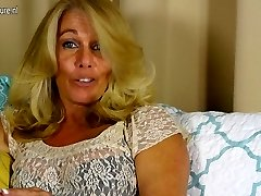 Hot American housewife toying with her clean-shaven pussy