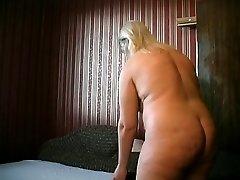 Prettily chunky mature dame